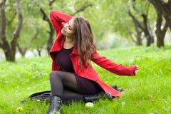 Женщина в красном пальто Стоковое фото RF
