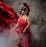 Женщина в красном порхая платье стоковое фото rf