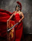 Женщина в красном порхая платье стоковое изображение rf