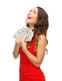 Женщина в красном платье с деньгами доллара США Стоковые Фотографии RF