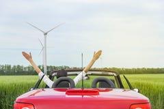 Женщина в красном cabriolet в поле Стоковая Фотография RF