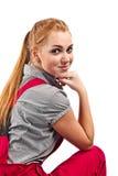 Женщина в красных прозодеждах, изолированных на белизне Стоковые Изображения RF