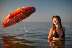 Женщина в купальном костюме в воде Стоковые Фото
