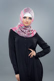 Женщина в мусульманском hijab головного платка стоковое фото