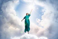 Женщина в облачном небе Стоковая Фотография