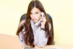 Женщина в офисе Стоковые Изображения RF