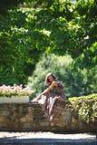 Женщина в парке лета стоковые фото