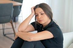 Женщина в печали стоковое изображение