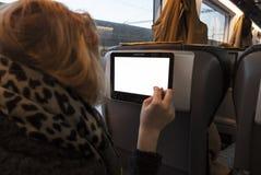 Женщина в поезде с таблеткой стоковые фотографии rf
