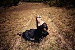 Женщина в поле осени Стоковое Изображение RF