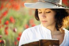 Женщина в поле Стоковые Изображения RF