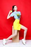 Женщина в рубашке и юбке Стоковые Фотографии RF