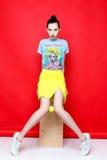 Женщина в рубашке и юбке Стоковое Фото