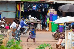 Женщина в рынке, Azove, Бенине, Африке стоковое изображение