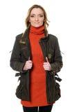 Женщина в свитере куртки и апельсина стоковая фотография rf