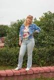 Женщина в синем пиджаке Стоковые Фотографии RF
