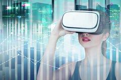 Женщина в стеклах в городе, диаграммах vr стоковая фотография rf