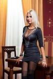 Женщина в строгих одеждах в ретро стиле. Стоковая Фотография RF