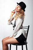 Женщина в усмехаться шляпы стоковые фото