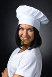 Женщина в форме шеф-повара с петрушкой Стоковые Изображения RF