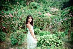 Женщина в цветках Стоковые Изображения RF
