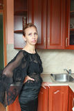 Женщина в черном платье Стоковое Изображение RF