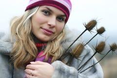 Женщина в шлеме и пальто Стоковые Изображения RF