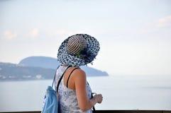Женщина в шлеме Стоковая Фотография