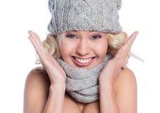 Женщина в шляпе и шарфе стоковые фотографии rf