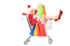 Женщина в costume рождества в тележку нажима Стоковые Изображения