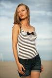 Женщина в striped купальнике Стоковые Изображения
