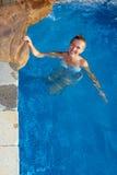 Женщина в wimming бассейне Стоковая Фотография RF