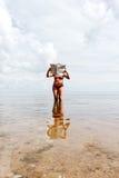 женщина газеты Стоковая Фотография