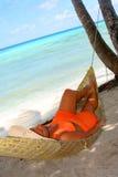 женщина гамака пляжа Стоковое Изображение RF
