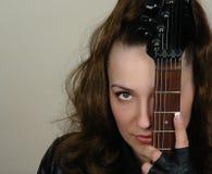 женщина гитары крупного плана Стоковая Фотография