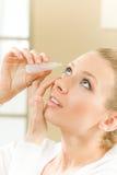 женщина глаза капания Стоковое фото RF