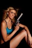 женщина голубого halter пушки серьезная верхняя стоковое фото