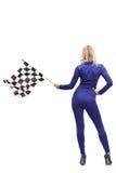 Женщина гонок развевая checkered флаг гонки Стоковое Изображение