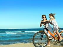женщина девушки пляжа Стоковая Фотография RF