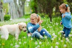 женщина девушки собаки Стоковые Фото