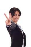 Женщина делая знак победы стоковое изображение rf