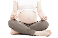Женщина делая тренировку йоги meditating стоковое фото rf