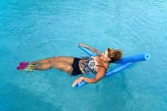 Женщина делая фитнес Auqua Стоковая Фотография RF