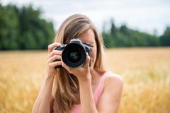 Женщина делая фото стоковая фотография rf