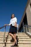 Женщина дела на лестницах напольных стоковое фото rf