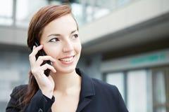 Женщина дела на телефоне стоковое изображение