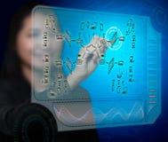 Женщина дела рисуя план обеспеченностью брандмауэра стоковая фотография rf