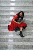 Женщина дела с компьтер-книжкой на лестнице Стоковая Фотография RF