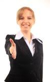 Женщина дела с открытой рукой готовой для того чтобы загерметизировать дело Стоковое Изображение