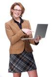 Женщина дела указывая на компьтер-книжку Стоковые Изображения RF